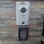 Post exterior video-interfon Commax si cititor de cartela