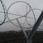 Protectie perimetrala cu sarma ghimpata tip NATO
